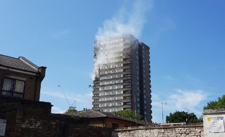 Residents-flee-flat-fire-close-to-Grenfell-Tower-disaster